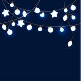 Feliz Navidad y Año Nuevo Garland Light Design en fondo azul Foto de archivo libre de regalías
