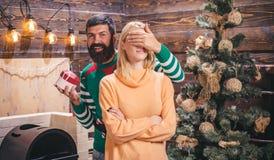 Feliz Navidad y Feliz Año Nuevo La Navidad del partido, caja de regalo del Año Nuevo La Navidad, celebración del Año Nuevo Desee  fotografía de archivo libre de regalías
