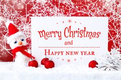 Feliz Navidad y Feliz Año Nuevo Un fondo del ` s del Año Nuevo con las decoraciones del Año Nuevo, Foto de archivo