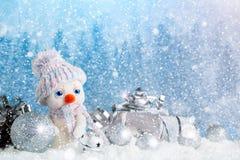 Feliz Navidad y Feliz Año Nuevo Un fondo del ` s del Año Nuevo con las decoraciones del Año Nuevo, Imágenes de archivo libres de regalías