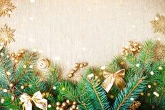 Feliz Navidad y Feliz Año Nuevo Un fondo del ` s del Año Nuevo con las decoraciones del Año Nuevo Tarjeta del ` s del Año Nuevo Fotografía de archivo libre de regalías