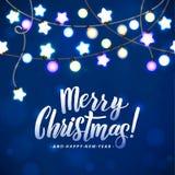 Feliz Navidad y Año Nuevo Garland Light Design en fondo azul Imagenes de archivo
