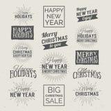 Feliz Navidad y etiquetas caligráficas del diseño de la Feliz Año Nuevo Días de fiesta que ponen letras para la invitación, la ta Imagen de archivo libre de regalías