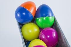 Feliz Navidad y Feliz Año Nuevo, huevos de Pascua plásticos Fotos de archivo libres de regalías