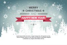 Feliz Navidad y tarjeta de felicitación de las vacaciones de invierno del concepto de la Feliz Año Nuevo sobre Forest Background  Imágenes de archivo libres de regalías