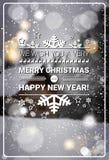 Feliz Navidad y tarjeta de felicitación de las vacaciones de invierno del concepto de la Feliz Año Nuevo sobre Forest Background  Imagen de archivo