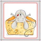 Feliz o rato encontra-se em uma parte enorme de queijo ilustração royalty free