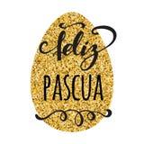 Feliz Pascua Happy Easter nella cartolina d'auguri spagnola sul fondo dorato luminoso dell'uovo Fotografia Stock