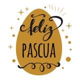 Feliz Pascua Happy Easter nella cartolina d'auguri spagnola sul fondo luminoso dell'uovo dell'oro Immagine Stock