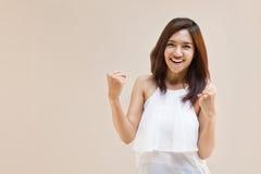 Feliz, positivo, sorrindo, mulher segura Fotos de Stock Royalty Free