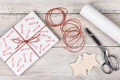 Feliz regalo de Navidad Fotos de archivo libres de regalías