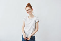 Feliz risa hermosa de la muchacha del pelirrojo Copie el espacio Fotografía de archivo