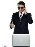 Feliz satisfeito criminoso do cabouqueiro de computador do homem Imagens de Stock Royalty Free