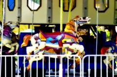 Feliz va el caballo del redondo Fotografía de archivo