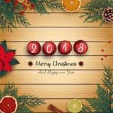 2018 Felizes Natais e o ano novo feliz com as bolas e abeto vermelhos do Natal ramificam no fundo de madeira Imagem de Stock Royalty Free
