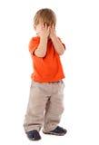 Fellgesicht des kleinen Jungen unter Händen Lizenzfreie Stockfotos