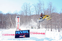 Felsen-Ahorn, der Schneemobil fahrung Rennen läuft Lizenzfreie Stockfotografie