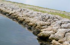 Felsen-Anlegestelle und Landschaftsschutzgebiet Lizenzfreies Stockbild