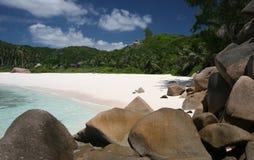 Felsen auf dem Strand Stockfotos