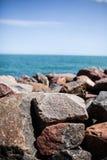Felsen auf dem Strand Lizenzfreies Stockfoto