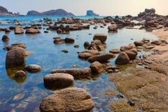 Felsen auf dem Ufer 12 Stockbild