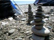 Felsen auf den Strandkieseln, feng shui Ozean Lizenzfreies Stockfoto