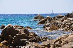 Felsen auf einem Strand Lizenzfreie Stockfotos