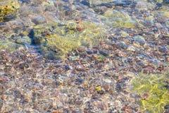 Felsen auf einem Strand Lizenzfreie Stockfotografie