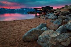 Felsen auf Strand Lizenzfreie Stockfotos