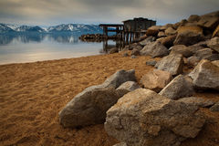 Felsen auf Strand Stockbilder