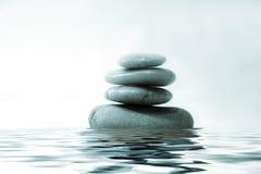 Felsen auf Wasser