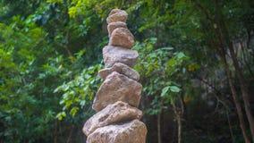 Felsen-Balance Sport draußen Große Berge Stockfotos