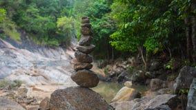 Felsen-Balance Sport draußen Große Berge Stockbilder