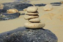 Felsen-Balancieren lizenzfreies stockbild