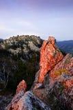 Felsen belichtet durch die Sonne Lizenzfreie Stockbilder