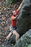 Felsen-Bergsteiger. Lizenzfreies Stockfoto