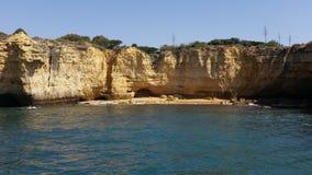 Felsen in dem Meer Stockbilder
