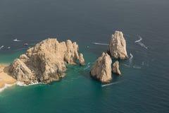 Felsen in dem Meer an einem sonnigen Tag Stockfoto