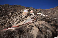 Felsen, der Kloster Buddhas Drepung malt Stockfotos
