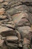 Felsen an der silbernen Nebenfluss-Klippe in Nord-Minnnesota lizenzfreie stockfotos