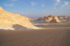 Felsen in der weißen Wüste stockfotografie