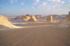 Felsen in der weißen Wüste lizenzfreies stockbild