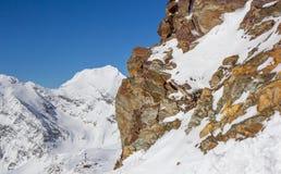 Felsen des gelben Brauns in den Stubai-Alpen Stockbild