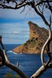 Felsen des Schnabels Eagles über dem Meer am La Ciotat Stockfotos
