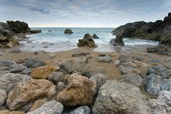 Felsen des Strandes von Usgo in Cantabria Lizenzfreie Stockfotos