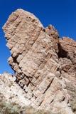 Felsen gegen den blauen Himmel Stockfotografie