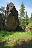Felsen im Holz des Krasnoyarsk Pfostens, Sibirien stockfoto