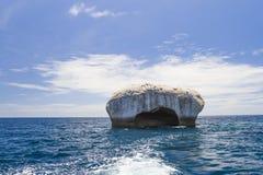 Felsen im Meer Stockfotos