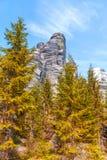 Felsen im Nationalpark von Adrspach-Teplice schaukelt - Tschechische Republik, Herbstsaison Stockbild