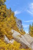 Felsen im Nationalpark von Adrspach-Teplice schaukelt - Tschechische Republik, im Herbst Stockfotografie